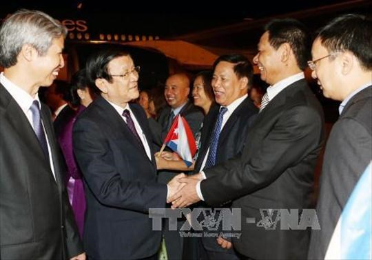 President starts official visit to Cuba hinh anh 1