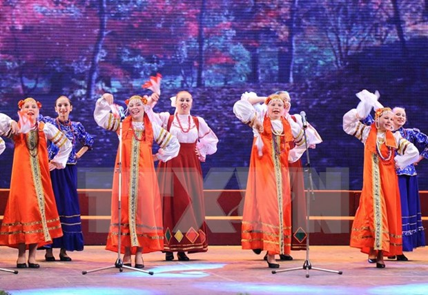 Russian performances in Thanh Hoa attract locals hinh anh 1