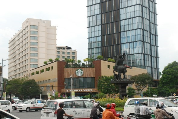 HCM City greets 3.2 million foreign visitors in 9 months hinh anh 1