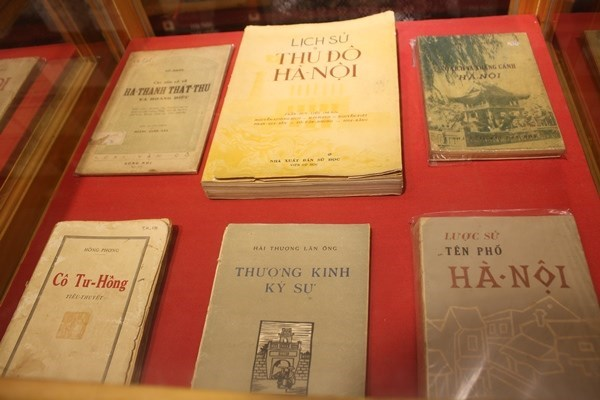 Precious books about Hanoi on display hinh anh 1