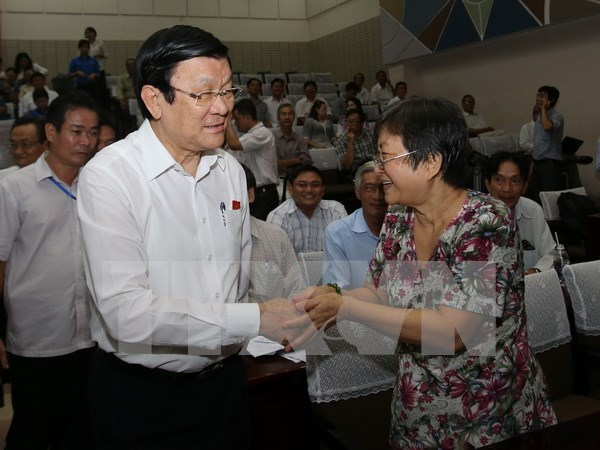 President talks with constituents in HCM City hinh anh 1