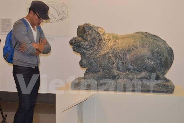 Traditional sacred animals on display in Hanoi hinh anh 1