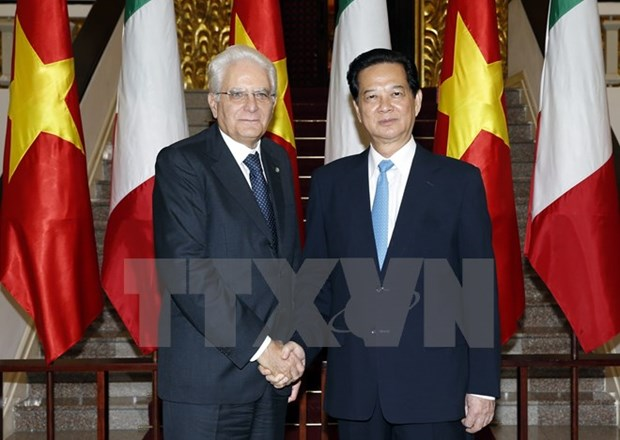 PM delighted at cooperation agreements with Italy hinh anh 1