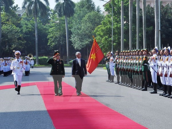 Defence Minister receives Japanese counterpart hinh anh 1