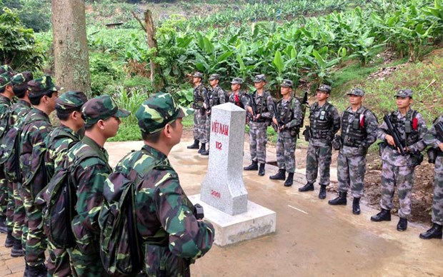 Vietnam, Laos reinforce cooperation in border security hinh anh 1