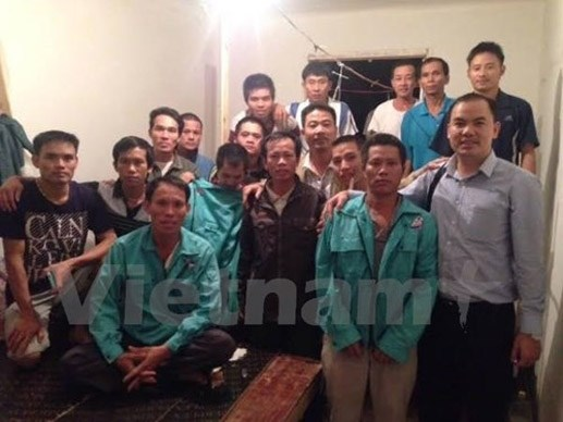 First group of Vietnamese workers in Algeria to return home hinh anh 1