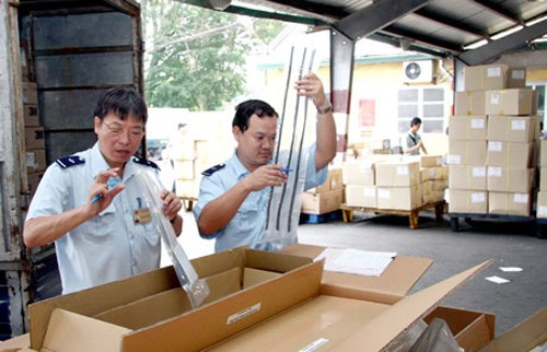 Enterprises seeking further reduction in customs red tape hinh anh 1