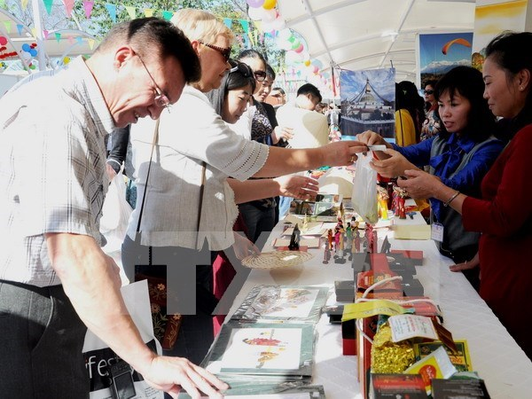 Vietnam attends charity fair in Pakistan hinh anh 1