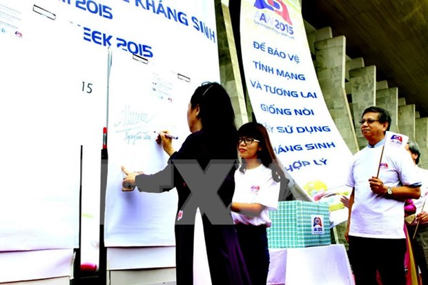 Health Ministry encourages using antibiotics wisely hinh anh 1