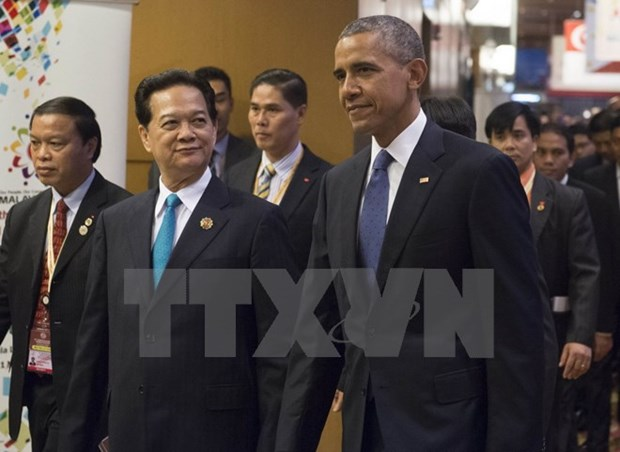 PM meets world leaders on ASEAN Summit sidelines hinh anh 1