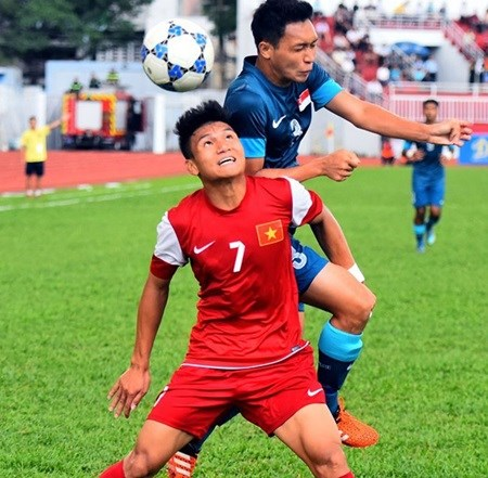 Vietnam perfect after downing Singapore hinh anh 1