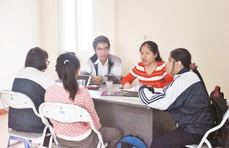 Languages help blind students in job search hinh anh 1