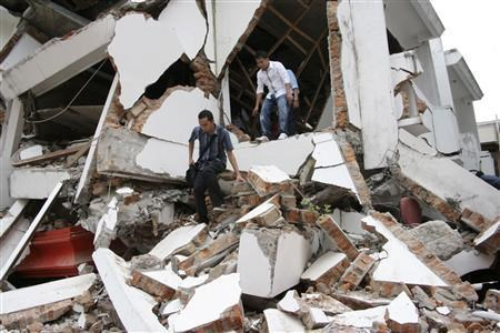 Indonesia: Nearly 10,000 evacuated after earthquakes hinh anh 1