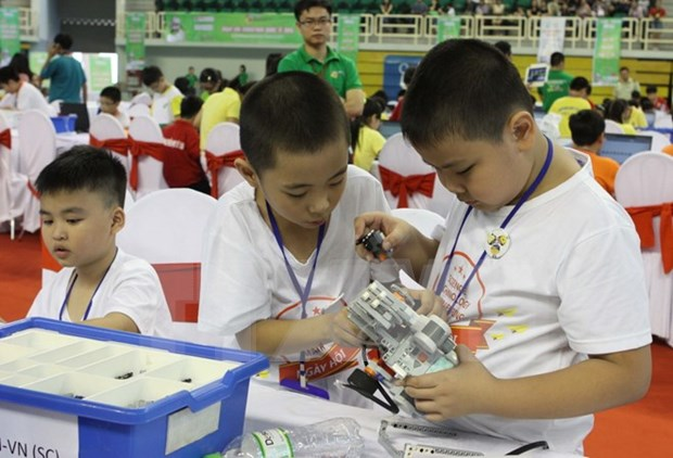 Vietnamese students win prizes at int'l Robothon competition hinh anh 1