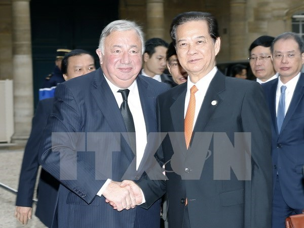 Prime Minister meets French Senate, Lower House Speakers hinh anh 1