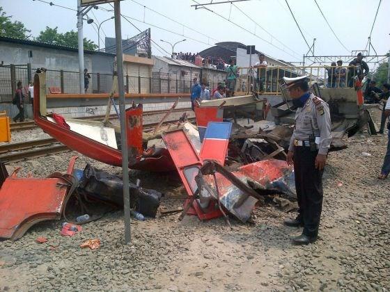 Jakarta: Train-minibus collision kills 16 hinh anh 1