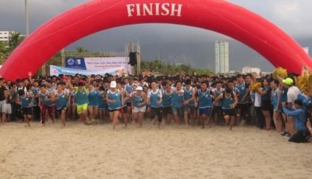 Da Nang: Barefoot runners enjoy day out hinh anh 1