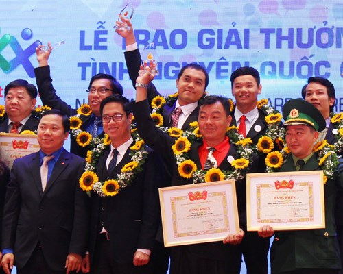 National awards honour contribution of volunteers hinh anh 1