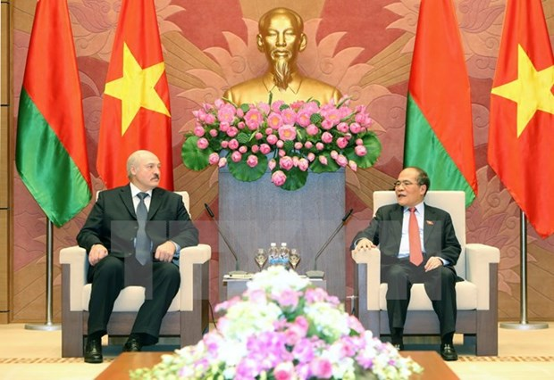 NA Chairman discusses ties with Belarusian President hinh anh 1