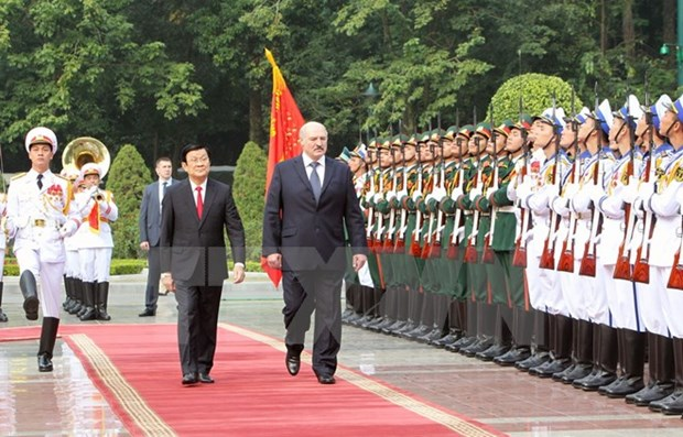 Vietnamese, Belarusian Presidents hold talks hinh anh 1