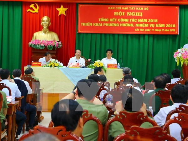 Deputy PM urges agricultural restructuring in southwest region hinh anh 1