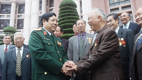 Defence Minister receives Chinese veterans hinh anh 1