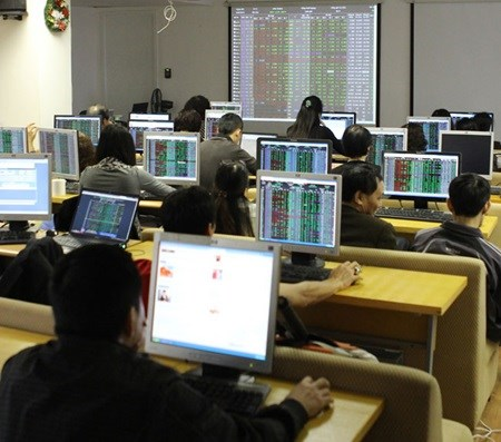 Vietnam's shares led up by banks hinh anh 1