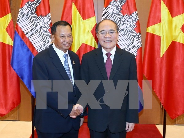 National Assembly Chairman holds talks with Cambodian Senate President hinh anh 1