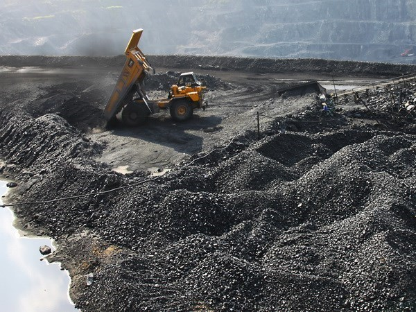 Vinacomin eyes 35 million tonnes of coal to be sold in 2015 hinh anh 1