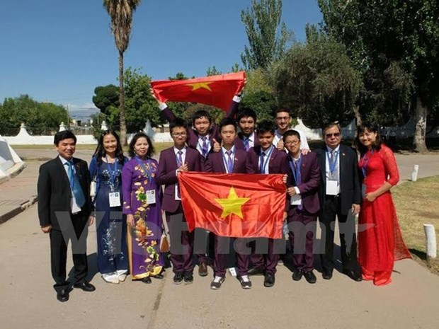 Vietnamese juniors pocket medals at int'l science Olympiad hinh anh 1