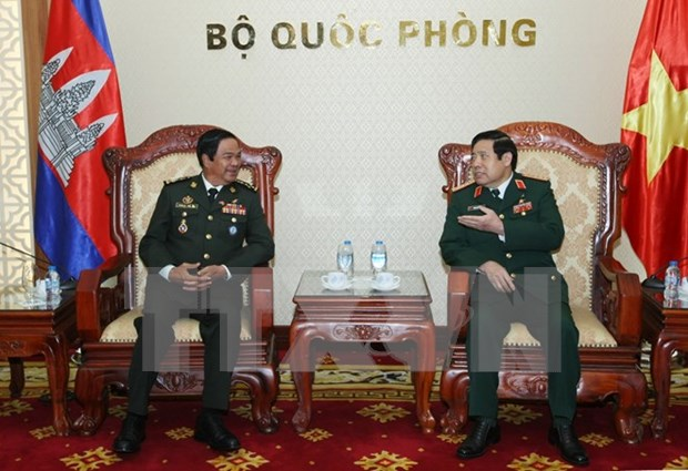 Defence Minister meets Cambodian veterans hinh anh 1