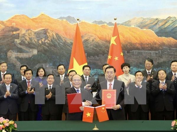 Vietnamese NA, China's NPC sign cooperation agreement hinh anh 1