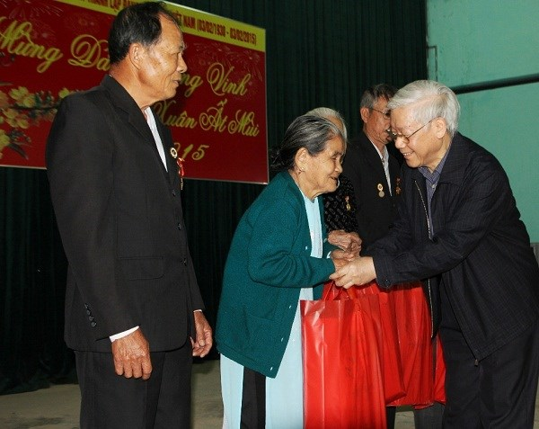Ministry plans Tet gifts for revolution contributors hinh anh 1
