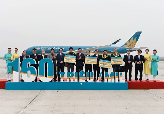 Vietnam Airlines welcomes 160 millionth passenger hinh anh 1