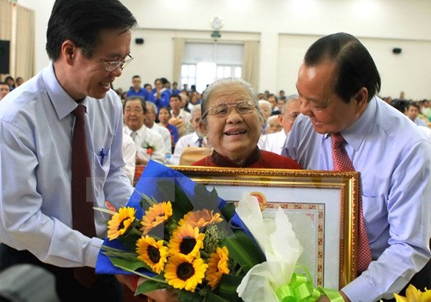 """Over 140 women awarded with """"Heroic Mother"""" title hinh anh 1"""