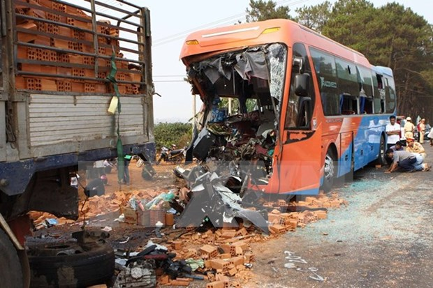 Traffic accidents kill 65 people during New Year holiday hinh anh 1