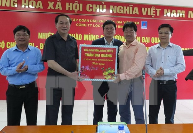 Minister urges top security in Dung Quat Oil Refinery hinh anh 1