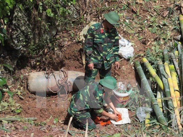 US students learn about wartime UXO issues in Vietnam hinh anh 1