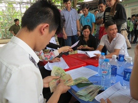 HCM City: 2016 Tet bonuses expected to be higher hinh anh 1