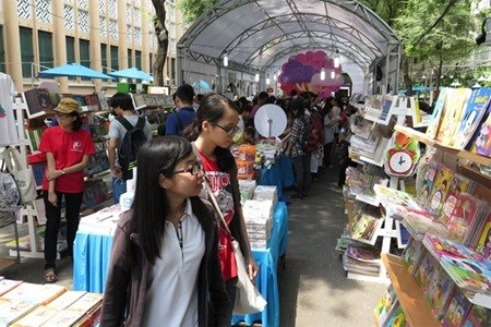 HCM City: Book Street opens to promote reading culture hinh anh 1