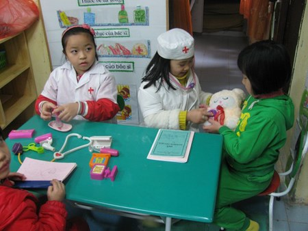 Vietnamese children aspire to become doctors, teachers hinh anh 1