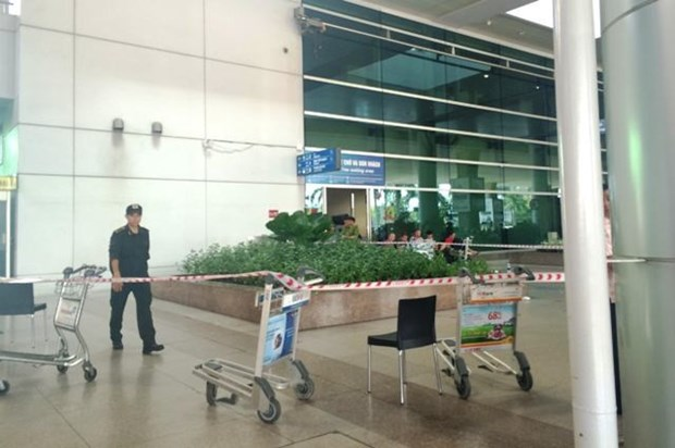 Australian fell from 3rd floor terminal in Tan Son Nhat airport hinh anh 1