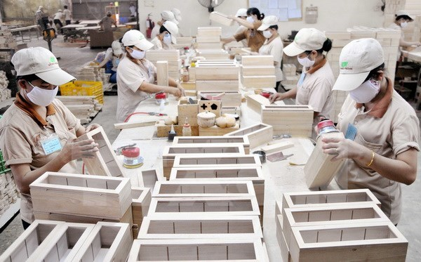 Wood firms seek new business strategies hinh anh 1