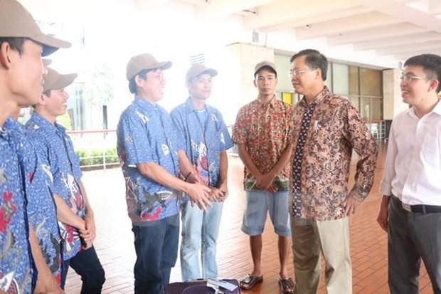 Indonesia returns Vietnamese fishermen hinh anh 1