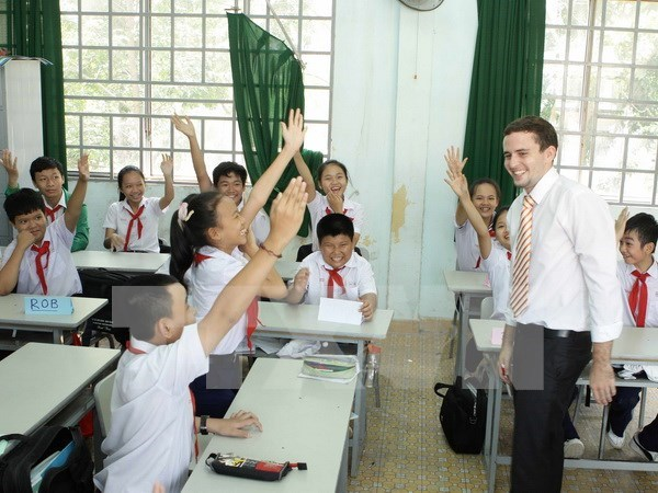 Vietnam overhauls English teaching quality at primary level hinh anh 1