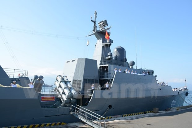 Vietnamese navy frigate visits Singapore hinh anh 1
