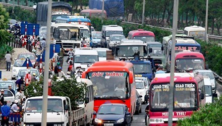 Transport fares fall in Hanoi hinh anh 1