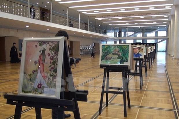 Paintings on Vietnam displayed in Kremlin Palace hinh anh 1