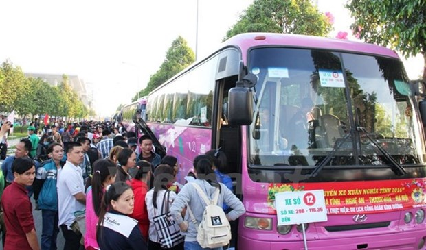 Binh Duong: Migrant workers begin journeys home hinh anh 1