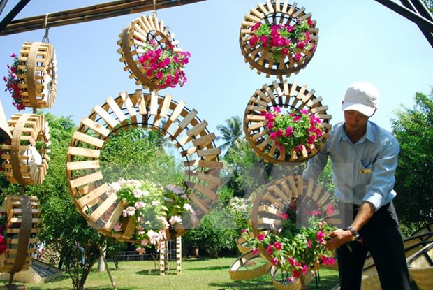 Flower, book streets in Ho Chi Minh City welcome tourists hinh anh 1